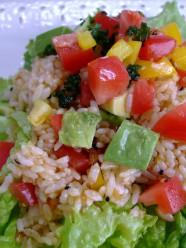 食べるラー油で、おもてなしライスサラダ