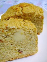 干し梅とチーズのおからケーキ