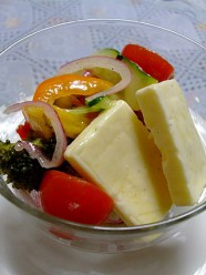 チーズと野菜いっぱいのマリネ